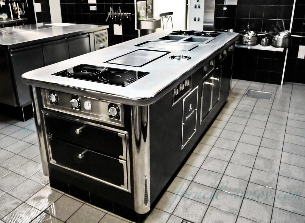 fornell 39 innov fourneaux professionnels sur mesure cuisine professionnelle central troit. Black Bedroom Furniture Sets. Home Design Ideas